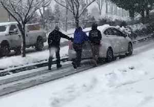 Cars Struggle on Icy Road in Issaquah Highlands Amid Washington Winter Storm [Video]