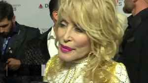 Country singer Dolly Parton raises laughs at charity awards gala [Video]