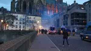 Protesters Shoot Fireworkers at Police in Metz [Video]