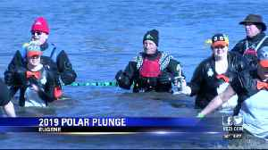 Hundreds run into freezing Willamette river for 2019 Eugene Polar Plunge. [Video]