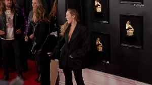 News video: Right Now: Miley Cyrus Grammys 2019 Red Carpet Arrival with Tish and Billy Ray Cyrus