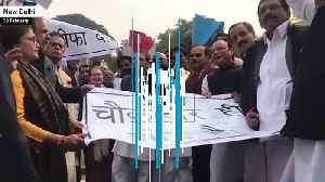 News video: Rahul Gandhi leads protests outside parliament over Rafale deal