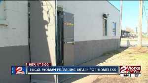 Woman hands out portable meals to Tulsa homeless [Video]