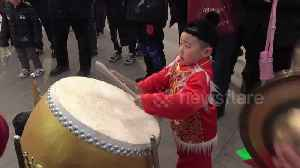 Chinese boy shows off impressive drumming skills at temple fair [Video]