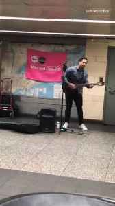 Musician plays 24k magic bruno mars on guitar in subway station [Video]