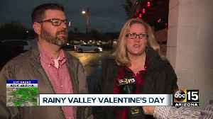 Couples brave rainy night in Phoenix for Valentine's Day [Video]