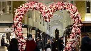 London bubbles over with Valentine's Day spirit [Video]