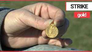 Metal detectorist discovered an Anglo Saxon gold pendant [Video]