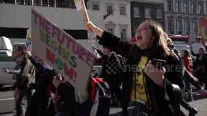 Police arrest students as #SchoolStrike4Climate protests sweep major UK cities [Video]
