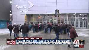 Thousands brave snowy conditions to see Blake Shelton [Video]