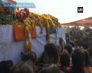 Kamal Nath, Shivraj Singh Chouhan pay tribute to slain CRPF man in Jabalpur [Video]