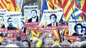 Spain: Protest in Barcelona against Catalan separatists' trial [Video]