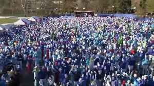 This may be a world record for the largest gathering of Smurfs [Video]