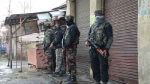 Kashmir gun battle with militants kills 4 Indian soldiers and a civilian [Video]