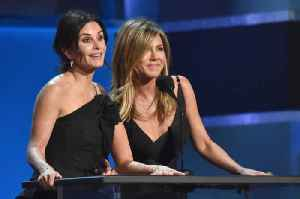 Jennifer Aniston and Courteney Cox's flight drama! [Video]