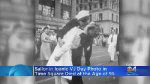 News video: Sailor In Iconic VJ Day Dies