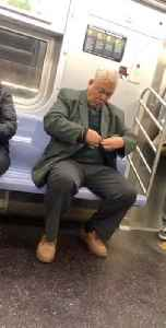 Man clips his fingernails on a subway train [Video]