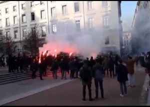 Barcelona Soccer Fans Light Flares, Chant in Central Lyon Ahead of Champions League Clash [Video]
