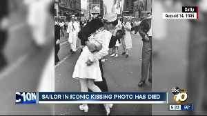 Man who claimed to be sailor in WWII Times Square kiss photo dies at 95 [Video]