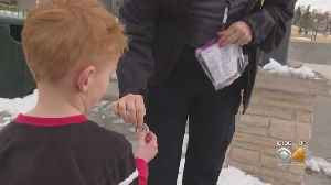 Officers Thank Law Abiding Citizens With Coins In Wheat Ridge [Video]
