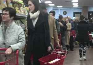Huge Queues at Trader Joe's as Shoppers Stock Up Ahead of Winter Storm in Maryland [Video]