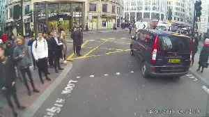 London Rush Hour Bicycle and Van Collision [Video]