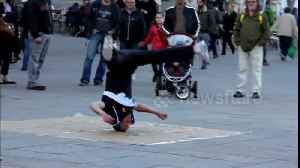 Street performer shows why breakdancing absolutely has to be included in the Olympics [Video]