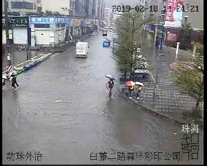 Good samaritans carry children across flooded road in China's Guangdong [Video]