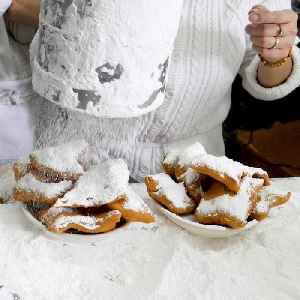 This is a behind-the-scenes look at the world famous Cafe Du Monde in New Orleans [Video]
