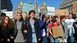 Climate change: Teenage environmentalists protest in Paris [Video]
