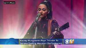 Kacey Musgraves Pays Tribute To Tejano Legend Selena With 'Como La Flor' Performance [Video]