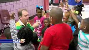 28th Street Elementary students celebrate 'Read Across America Day' [Video]