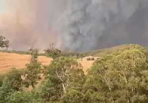Heavy Smoke Fills Skies Near Melbourne Suburbs [Video]