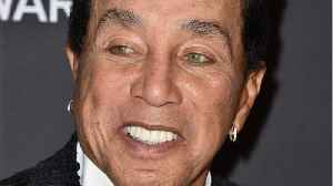 Smokey Robinson Remembers Aretha At Tribute Concert [Video]