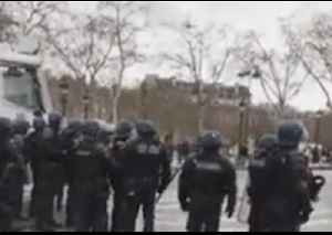 Riot Police Use Water Cannon to Disperse Protesters in Paris [Video]