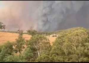 Thick Smoke Fills Skies Near Melbourne Suburbs [Video]