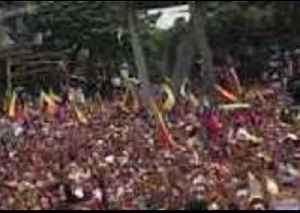 Crowd Gathers to Support Opposition in Caracas, Sings Anthem to Tune of Lone Saxophone [Video]