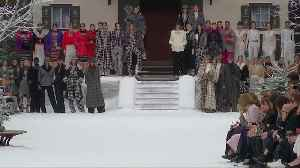 Paris fashion week remembers Chanel icon Lagerfeld [Video]