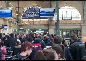 Long Lines at Paris Train Station as Customs Staff Stage Brexit Demonstration [Video]