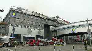Firefighters tackle huge fire in Vienna shopping centre [Video]