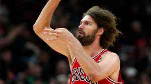 Robin Lopez Shows Off His Moves Against Andre Drummond [Video]