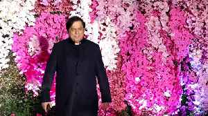 David Dhawan ANGRY On Media For TEASING BAHU Natasha Dalal | Akash Ambani's Wedding Reception [Video]