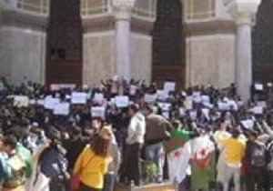 Students Rally in Algiers Against Embattled President Extending Fourth Term [Video]