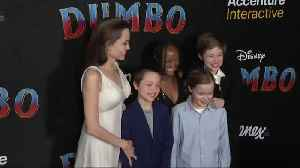 News video: Angelina Jolie and her children turn up for