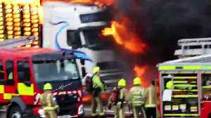 M1 near Leeds closed after huge lorry fire [Video]