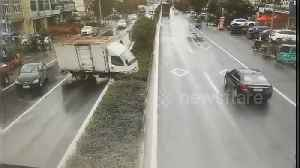 Out-of-control lorry swerves and smashes through embankment on Chinese town road [Video]