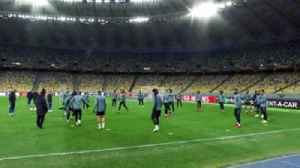 News video: Chelsea train in Kiev