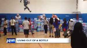 Cleveland youth helping Flint residents, one water bottle at a time [Video]
