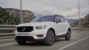 New Volvo XC40 T5 R-Design Crystal White Driving Video [Video]