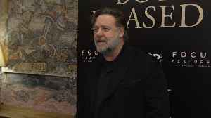 Russell Crowe and Taika Waititi reach out to New Zealand's muslims after mosque attacks [Video]